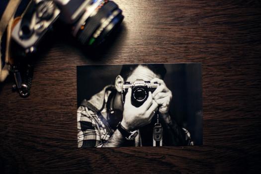 analog-camera-image-man-1595-525x350